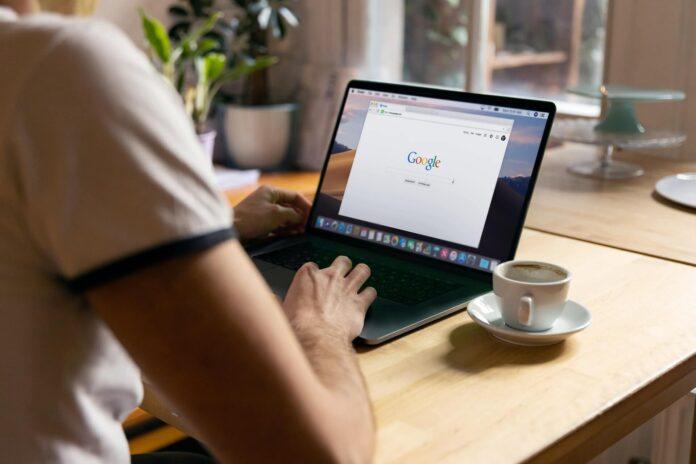 Η Google δοκιμάζει νέο side search στον Chrome
